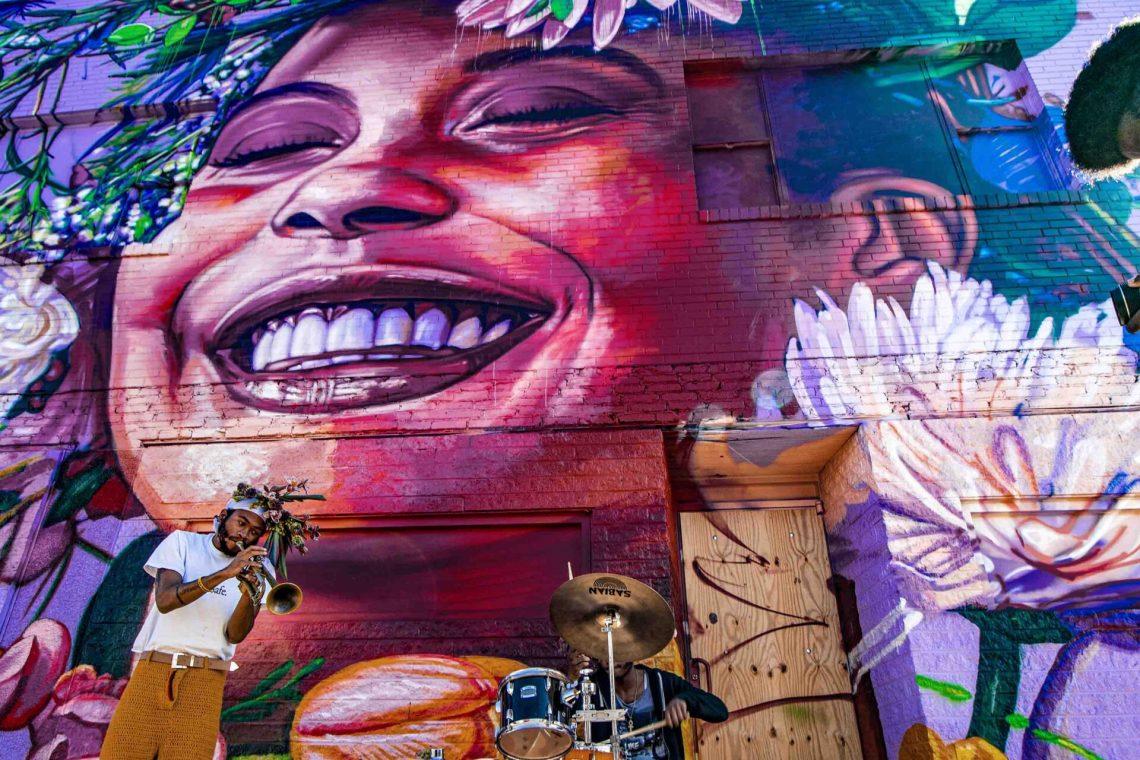 Greenmount Avenue mural by Gaia, photo Ⓒ Edward Weiss for the Central Baltimore Partnership